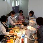 みんなでファイトケミカルたっぷりのスープを作りました。